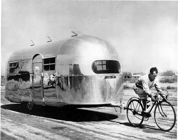 http://ozreport.com/pub/images/Airstream-1947.jpg